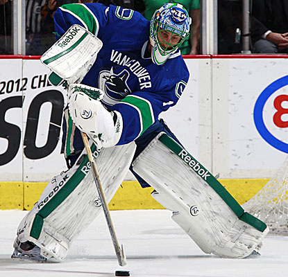 The Canucks' Roberto Luongo makes 33 saves against the Wild to earn his first shutout of the season.  (Getty Images)