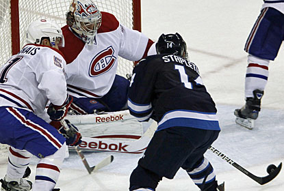 Tim Stapleton wraps up the scoring for the Winnipeg Jets with his fourth goal of the season. (AP)