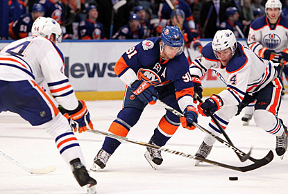 John Tavares (91) and Matt Moulson (not pictured) set each other up for goals in the first period. (US Presswire)