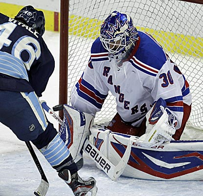 Henrik Lundqvist stones the Pens to the tune of 37 saves in the Rangers' fourth straight win. (AP)