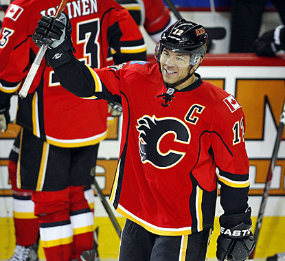 Jarome Iginla acknowledges the crowd after becoming the 15th player to score 500 goals with one team, the Calgary Flames. (AP)