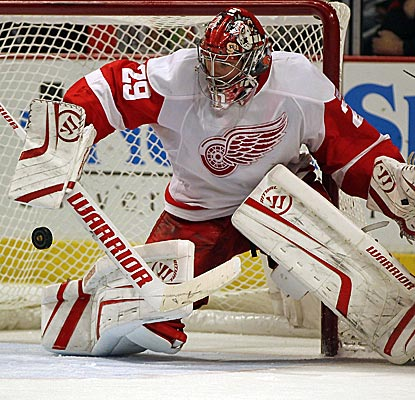 Detroit goaltender Ty Conklin makes 29 big saves as the Red Wings send Chicago to its fourth straight loss. (Getty Images)