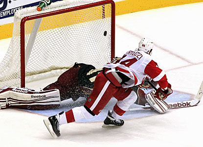 After scoring in regulation, Todd Bertuzzi also converts a shootout goal with a spinning move in front of the goalie. (AP)