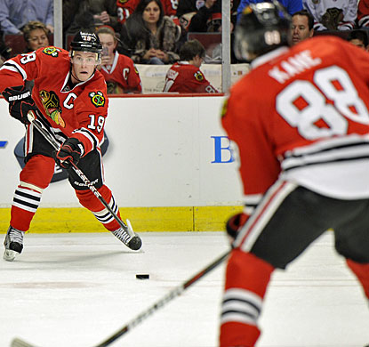 Patrick Kane (88) puts an end to a seven-game goal drought and also sets up Jonathan Toews for one of Chicago's goals. (AP)