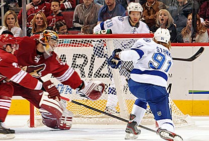 Steven Stamkos scores his NHL-leading 32nd goal to help Tampa Bay to its third straight victory.  (Getty Images)