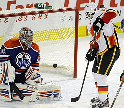 Lee Stempniak notches a hat trick to lead the Flames to their fifth win in seven games.  (AP)