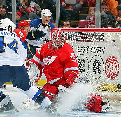 Jimmy Howard is a wall, helping the Red Wings notch the longest home win streak in 36 years.  (Getty Images)