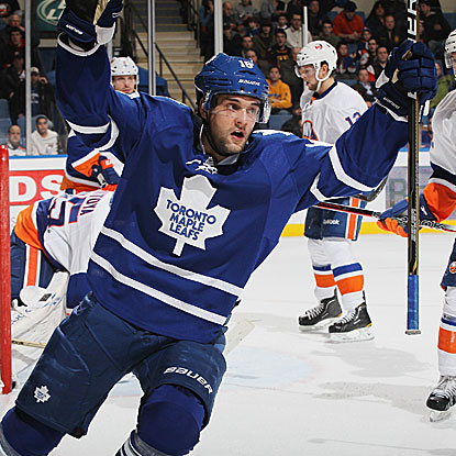 Clarke MacArthur scores two goals, including the winner in overtime, to put the Maple Leafs over the Islanders. (Getty Images)