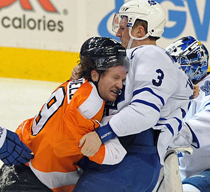 Scott Hartnell gets into a fight with Dion Phaneuf seconds after scoring the first goal of the game. (US Presswire)