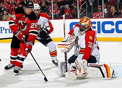 Scott Clemmensen stops 27 shots against his old team to help the Panthers pick up their second road win in 12 games. (Getty Images)