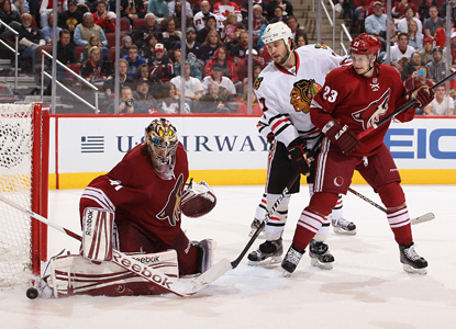 Mike Smith sends back 38 shots to secure his third shutout of the season and the Coyotes fifth straight win. (Getty Images)