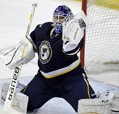 Blues goalie Brian Elliott pitches a shutout as St. Louis records a point for a franchise-record 21st straight home game.  (Getty Images)