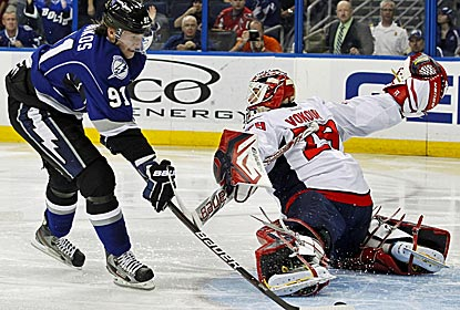 Steven Stamkos scores his NHL-leading 40th goal of the season to help push the Lightning past the Caps.  (AP)
