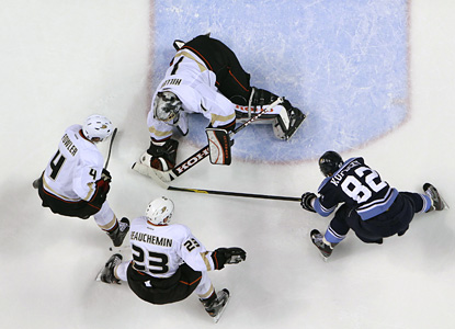 Ducks' netminder Jonas Hiller makes one of his 31 saves here to help the Ducks blank the Panthers on the road. (Getty Images)