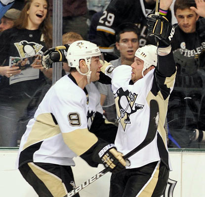 Pascal Dupuis (9) and Steve Sullivan celebrate a goal as the Penguins stretch their winning streak to four.   (US Presswire)