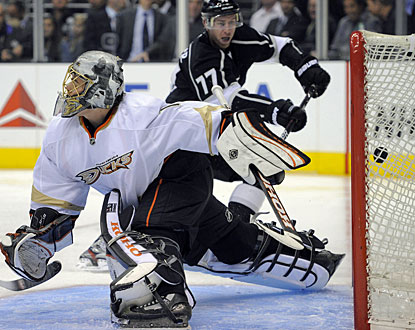Jeff Carter (77) beats Jonas Hiller twice in the second period for his first goals in a Kings uniform. (AP)