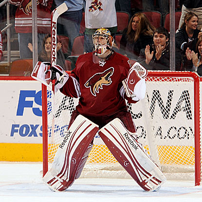 Mike Smith stops 42 shots to pick up the shutout and end the Coyotes' five-game losing streak.  (Getty Images)