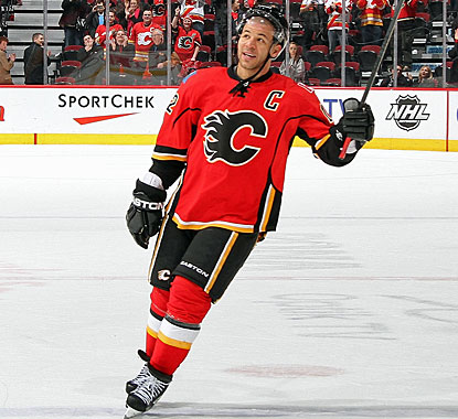 Jarome Iginla becomes only the seventh player in NHL history to reach 30 goals in 11 straight seasons. (Getty Images)
