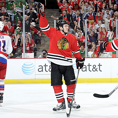 Rookie Andrew Shaw scores two goals and picks up an assist in the Blackhawks' third consecutive win.  (Getty Images)