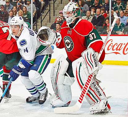 The Wild's Josh Harding takes advantage of the Canucks' non-existent offense to pick up his second shutout of the season. (US Presswire)