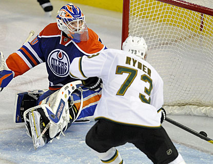 Michael Ryder scores twice and adds an assist as the Stars make a big leap in the Western Conference playoff race.  (AP)