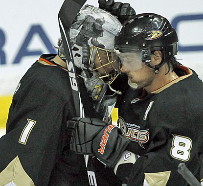 Jonas Hiller (1) makes 28 saves and Teemu Selanne (8) scores for the 50th time in his career against San Jose. (AP)