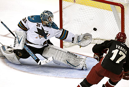 Radim Vrbata scores two goals and goalie Mike Smith gets it done at the other end for the Coyotes. (AP)