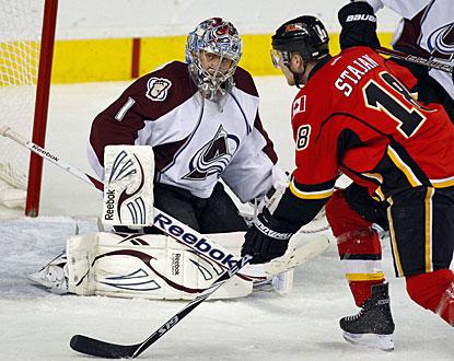 Semyon Varlamov, making his seventh consecutive start, stops 38 shots to keep Colorado in the playoff chase. (AP)