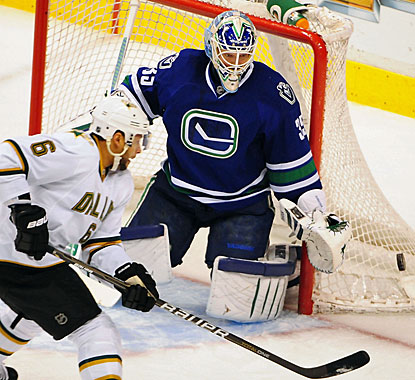 Cory Schneider turns away 32 shots to record his 12th win in his past 14 starts for Vancouver. (US Presswire)