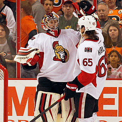 The Senators' Craig Anderson stops 36 shots and holds off a strong Flyers' attack in overtime to force a shootout.  (Getty Images)