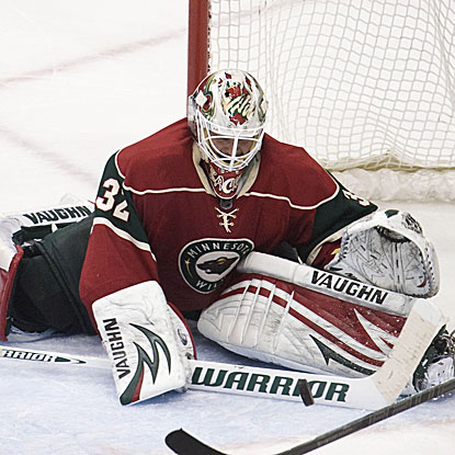 The Wild's Niklas Backstrom stops 26 shots and then two more in the shootout to defeat the Kings.  (US Presswire)