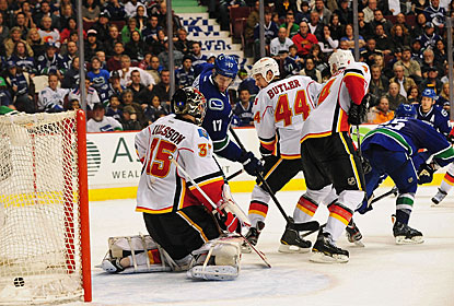 Vancouver's Andrew Ebbett (25) deflects a shot by Sami Salo for the winner with 62 seconds to play in overtime. (US Presswire)