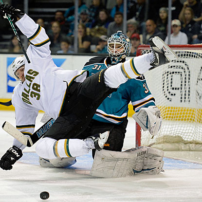 Vernon Fidler collides with goalie Antti Niemi, who records his sixth shutout this season for San Jose. (Getty Images)