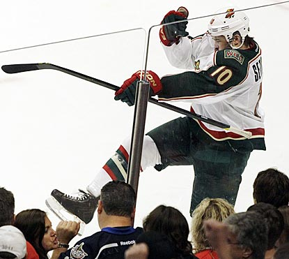 Devin Setoguchi is pumped about beating the playoff-bound Blackhawks with the deciding goal in the shootout.  (AP)