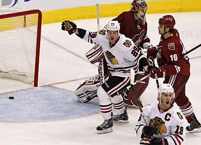 The Blackhawks get to live another day, another game, after Jonathan Toews (19) nets the winning goal. (AP)