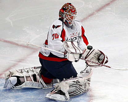 The Capitals' Braden Holtby stops 26 of the 28 shots on goal the Rangers take in Game 2. (AP)