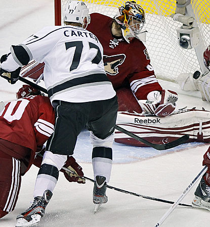Jeff Carter puts the game out of reach for a 3-0 lead before completing his first career playoff hat trick. (AP)