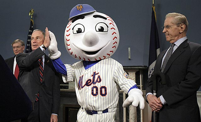 Bud Selig, Michael Bloomberg, Mr. Met and Fred Wilpon announce the All-Star Game is returning to Queens. (AP)