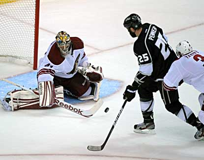 Mike Smith makes 36 saves and registers his third playoff shutout to help the Coyotes avoid elimination. (US Presswire)