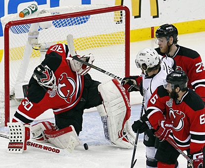 Martin Brodeur stops 25 shots, including several high-quality scoring chances by the Kings. (US Presswire)