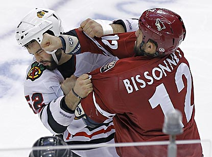 Chicago's Brandon Bollig (left) and Phoenix's Paul Bissonnette try to work out their differences during the second period.  (AP)