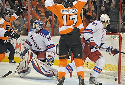 Philadelphia's Claude Giroux (left) celebrates after Wayne Simmonds (17) opens the scoring in the second period.  (AP)