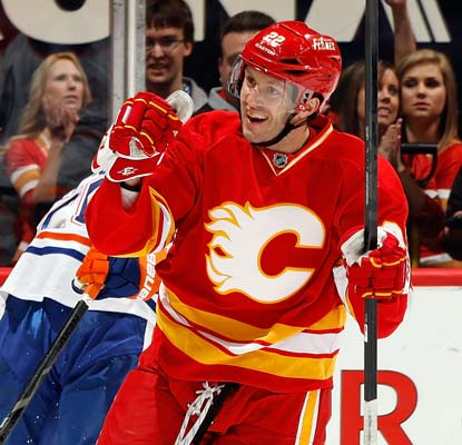 Lee Stempniak scores a power-play goal and adds two assists as the Flames handle the Oilers.  (Getty Images)