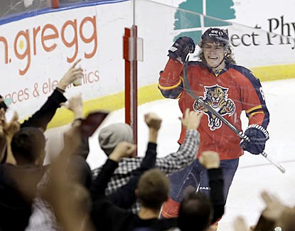 Peter Mueller gets the Panthers faithful fired up by scoring the tying goal midway through the third period.  (AP)