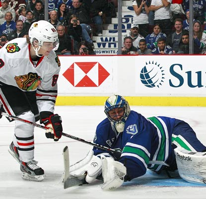 Roberto Luongo stops Patrick Kane in the shootout as he makes his third straight start for the Canucks.  (Getty Images)