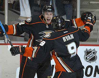 Anaheim's Nick Bonino and Bobby Ryan celebrate Bonino's third goal against the Kings. (AP)