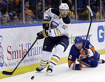 Buffalo's Alexander Sulzer scores the tiebreaking goal midway through the third period in the Sabres win over the Islanders. (AP)