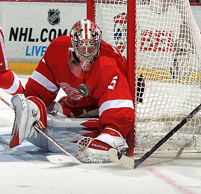Jimmy Howard makes 45 stops to help the Red Wings to their first three-game winning streak of the season.  (Getty Images)