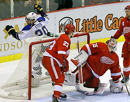 Detroit goalie Jimmy Howard reacts after the Blues' Alexander Steen (left) scores the winning goal. (AP)