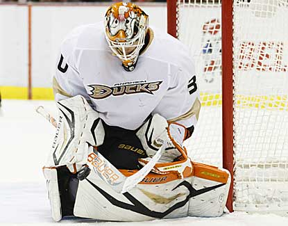 Anaheim goalie Viktor Fasth becomes the first goalie in seven years to win his first seven starts. (US Presswire)